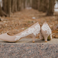 Low Heels, Wedding Shoes, Bridesmaid Shoes, Bridesmaid Gift, Taupe Pumps, Bridal Shoes, Bridal Heels, Low Pumps with Ivory Lace. US Size 8.5
