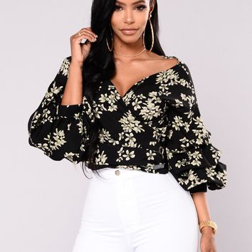Covered In Daisies Wrap Top - Black