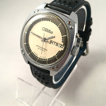 """Rare """"SLAVA AUTOMATIC 32 JEWELS"""" Vintage men's watch, double calendar!!! Comes with brand new leather band."""