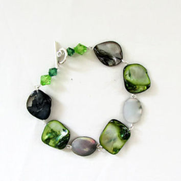 Green shell bracelet, natural shell bead bracelet, silver plated t bar clasp, Semi precious bracelet, shell jewelry, handmade in the UK