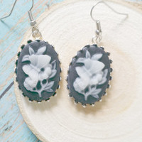 Retro Cameo Earrings / Floral Cameo Jewelry / Retro Style Jewelry / Resin Cameo Earrings / Vintage Inspired / Black and White