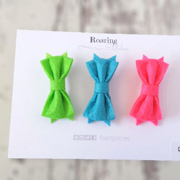 Small felt bows - neon hair bow clips in green, blue and pink