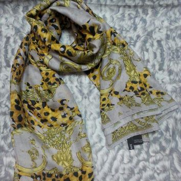 CREYRQ5 New VERSACE women scarf .Made in Italy. 130X130cm. Modal90%+Cashmere10%.