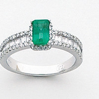 14K White Gold Ring With Square Green Emerald - Sarraf.com
