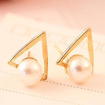 Sale 1 Pair Women Trendy Imitation pearls Triangle Earrings Geometric Ear Stud Jewelry Gift 2 Colors