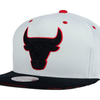 Chicago Bulls NBA Double V Snapback Cap