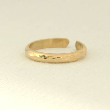 Hammered Gold Toe Ring, 14K Gold Filled Adjustable Narrow Band Toe Ring