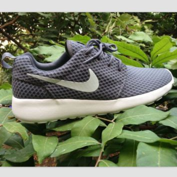 NIKE Roshe Run cellular breathable running shoes Cold gray white