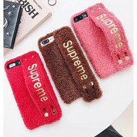 SUPREME The iphone7 is a new soft, soft, soft, plush hand with a warm apple case.
