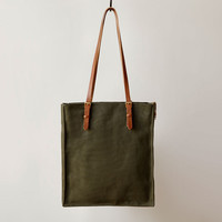 FUTURE GLORY CO. PRESIDIO CANVAS TOTE IN ARMY GREEN