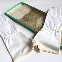 WHITE LADIES GLOVES, Vintage ladies gloves, long white gloves, gloves with embroidery, white kid gloves, size 7 gloves, white accessory