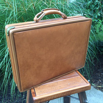 Vintage Leather Briefcase. Hartmann Briefcase. Belted Caramel Brown Leather Luggage. Great Condition. Accessory. Bag. Gift for Him.