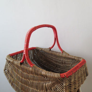 Vintage Wicker Basket/ shopping basket / Basket with handle