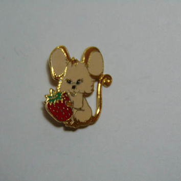 Cute MOUSE holding Strawberry Brooch Pin Lapel Signed Pinnacle Designs