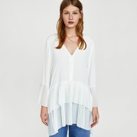 CONTRASTING PLEATED BLOUSE DETAILS