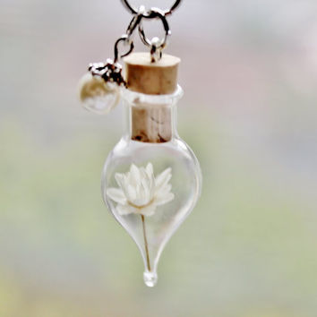 Pearl Terrarium Necklace Ivory Flower Pendant, June Birthstone Glass Pearl Summer Nature Jewelry Unique Gift for Women Glass Bottle Necklace