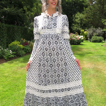 Vintage 1970s Earlybird Maxi Dress Medieval William Morris Print Laura Ashley Style Lace Trim