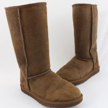UGG Brown Embossed Suede Shearling Lined Mid Calf Boot Shoe Flat Size 6