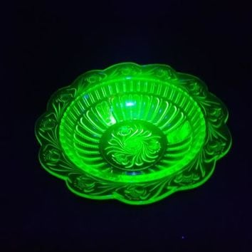 Vaseline Green Depression Glass Bowl With Flowers