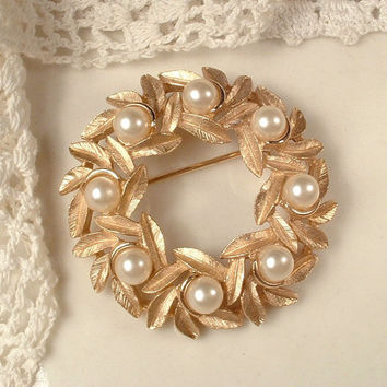 Vintage Rose Gold Pearl Sash Brooch or Bridal Hair Comb, Trifari Small Round Brushed Gold Leaves Pin or Leaf Hair Accessory, Rustic Wedding
