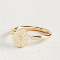 Daisy of Yore Ring