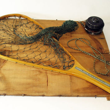 Bentwood Fishing Net by Ed Cumins, Flint Michigan, Natural Mesh, Vintage Home Decor, Sportsman