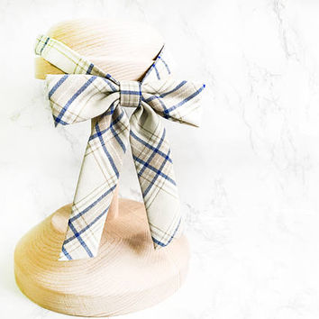 French Chic Women Cream Beige Plaid Bow tie, Classic Women Bow Ties, Girly beige Bow Tie, Girls Bow Ties, Ladies Bow Ties, girls bow ties