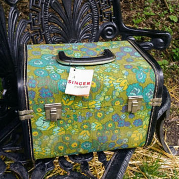Vintage Singer Exclusive Sewing Train Case Mid Century Green Floral Design