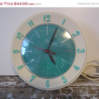 Vintage Kitchen Clock Turquoise Lux Clock by VintageShoppingSpree