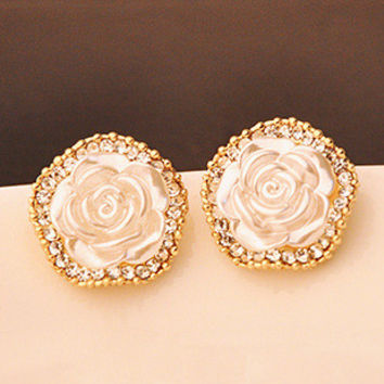 Golden set with diamonds flower earrings