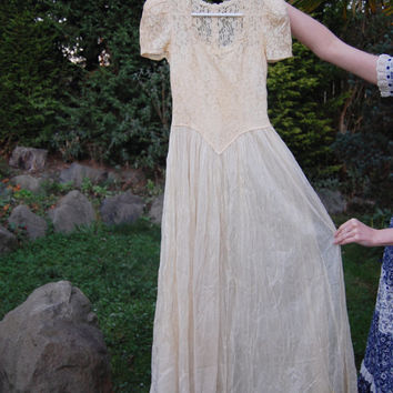 Beautiful Ghostly 40's Lace Dress Wedding Goth Dreamy