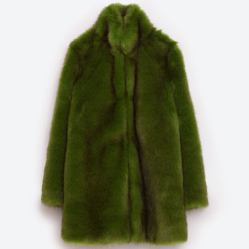 GREEN FAUX FUR COAT DETAILS