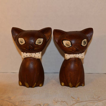 Lego Winking Cats Salt & Pepper Shakers Vintage Japan Pair of Brown Kitty Cats Shakers Winking Blinking Eyes Mid Century Kitchen Decor