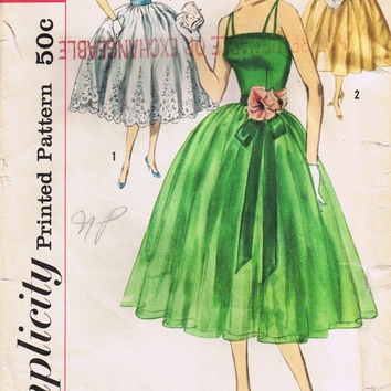 Women's Sewing Pattern, Vintage Bridesmaid Party Dress, Simplicity 2295, Size 12 Bust 32, Uncut Factory Folded