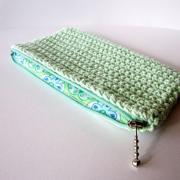 Green pouch, Zipper pouch, Green purse, Coin purse, Crochet pouch, Gift, Green cosmetic bag, Small pouch, Zipper purse, Light-green purse