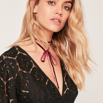 Missguided - Velvet Wrap Around Choker Red