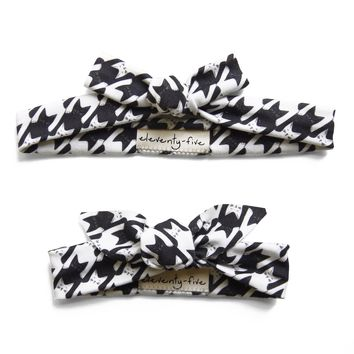 Set of Two Cats-Tooth Organic Stretch Knit Head Tie in Black and White For Mom & Baby