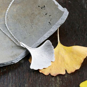New Design Silver Plating handmade Jewelry Quality Ginkgo Biloba Leaf Pendant Necklace  Jewelry Choker Collars For Women
