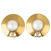 CHANEL Logo Disc Earrings With Pearl