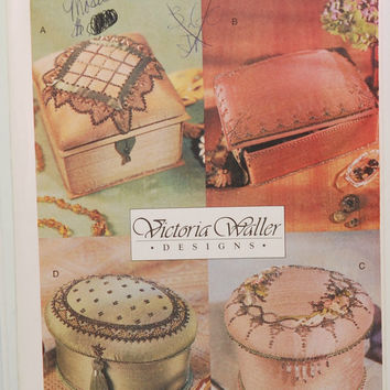Vogue Craft 7251 (c. 2001) Victoria Waller Designs Beaded Handmade Boxes, Gift Ideas, Fancy Jewelry Boxes, Craft Ideas, Fabric Boxes
