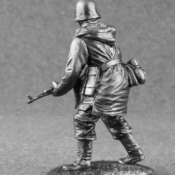 German Toy Soldiers Infantryman with Assault Rifle Second World War 1/32 Scale 54mm Sculpture Metal Miniature Collection Figurines
