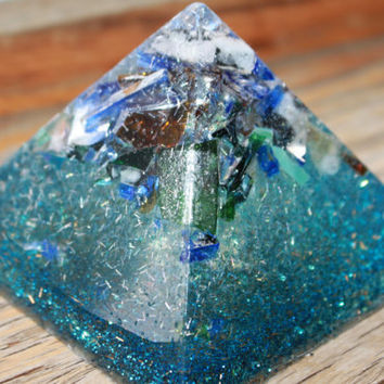 resin pyramid with stained glass !