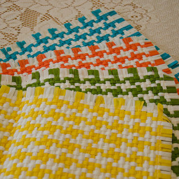 Funky 1970's Retro Woven Place Mats