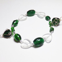 Green and Heart Glass Sweetheart Valentine Beadwork Stretch Bracelet