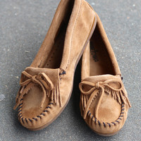 Minnetonka: Kilty Moccasin {Taupe} --Call to Order--