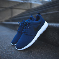 NIKE Roshe Run - Midnight Navy / White / Black
