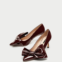 FAUX PATENT COURT SHOES WITH BOW DETAILS