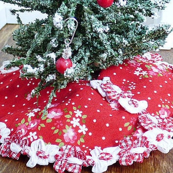 Christmas in July Dollhouse Miniature Red Floral Handmade Christmas Tree Skirt Fairy Garden Decor 1:12 Scale ShadowBox Dolls House Accessory