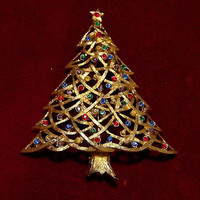 JJ Multi Color Rhinestone Christmas Tree Pin, Mid Century Holiday Brooch, Jonette Jewelry, Textured Goldtone, 1017