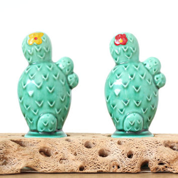 Cactus Salt and Pepper Shaker Set with Wood Base - Vintage - Ceramic - Made in Japan - Cactus Decor - Kitchen Decor - Vintage Kitchen